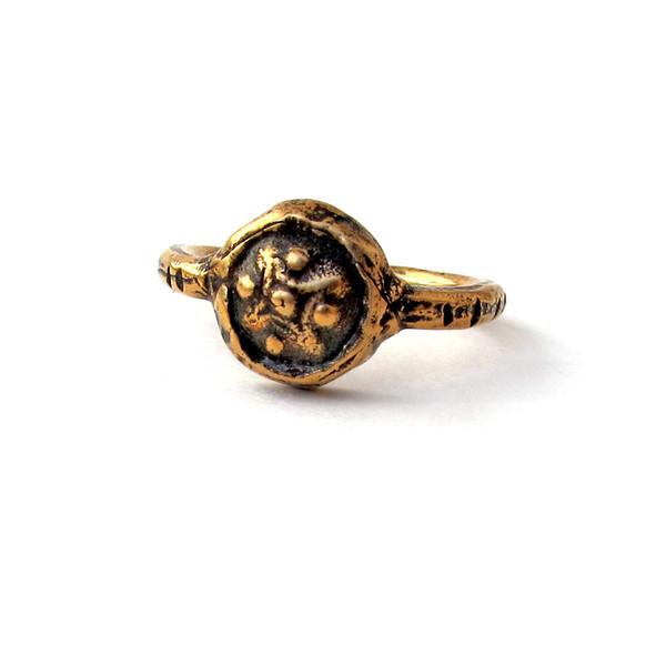 Laurel Hill Small Medallion Signet Ring