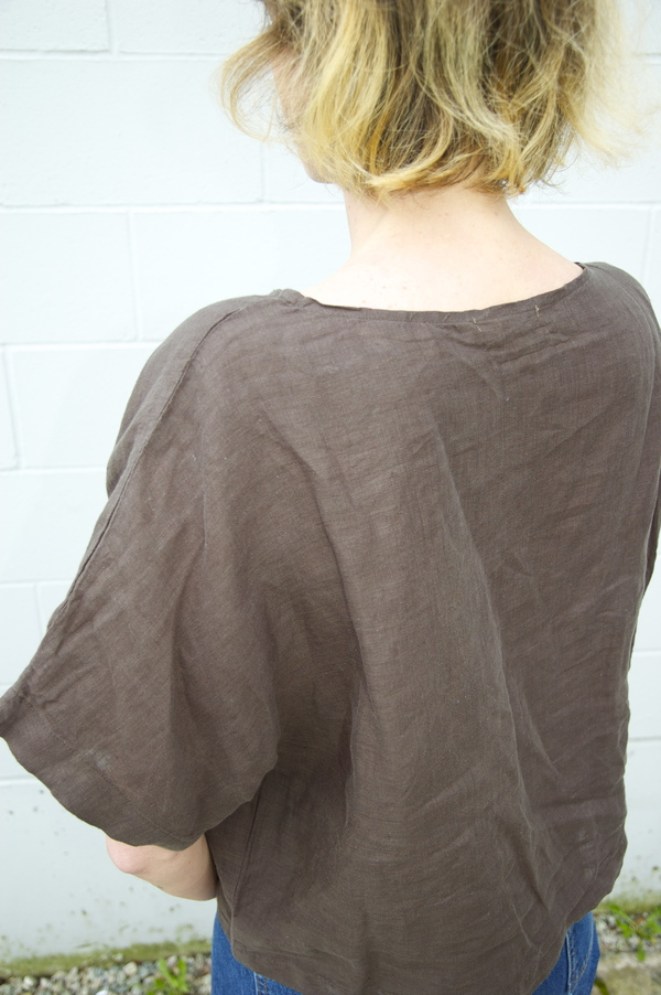 Black Crane Linen Square Top - charcoal