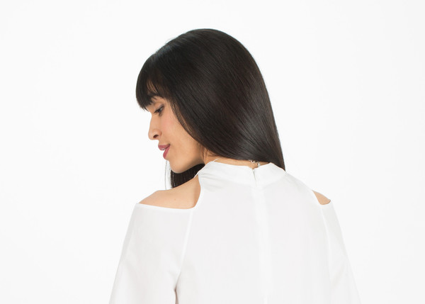 Sayaka Davis Cut Out Shoulder Top