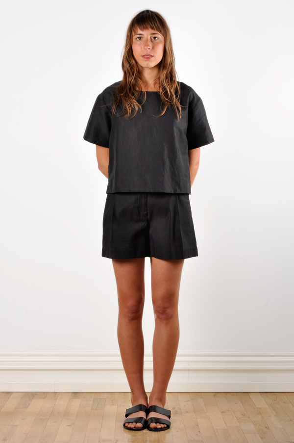 Waltz Wide-Leg Pleated Short in Black Cotton Twill