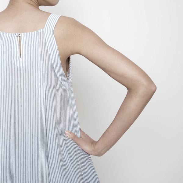 7115 by Szeki Kite Top R16- Grey Stripes