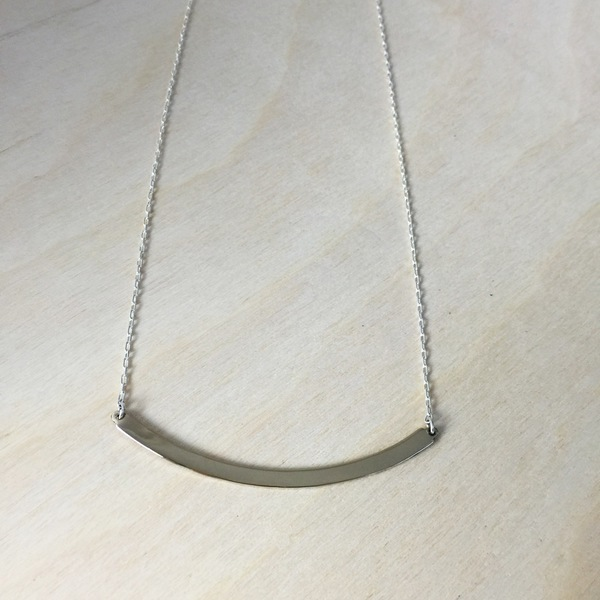 Upper Metal Class Medium Arc Necklace