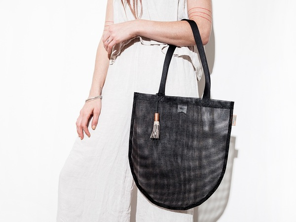 Scout & Catalogue LA PLAYA TOTE - BLACK MESH