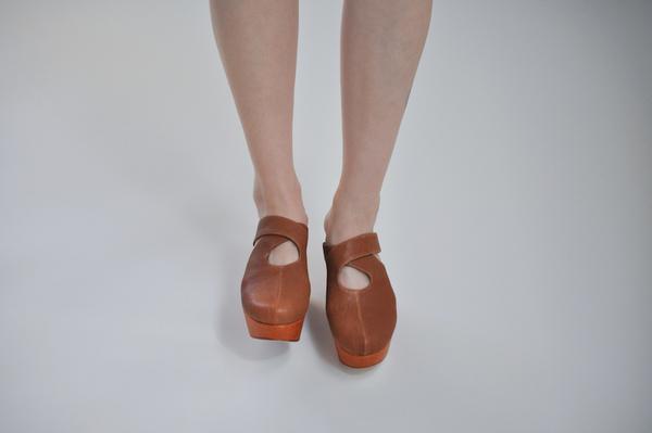 Palatine Lemma Cross Clog - rust leather