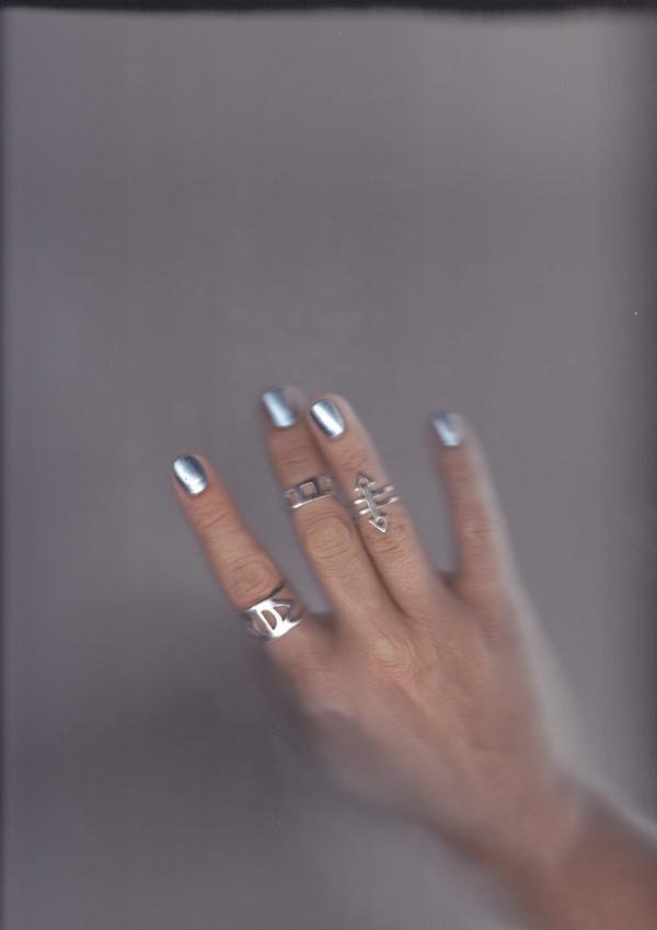 ALYNNE LAVIGNE - Double Arrow Ring
