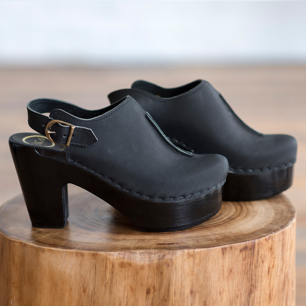 No. 6 Closed Toe Front Seam Clog Coal with Black Base