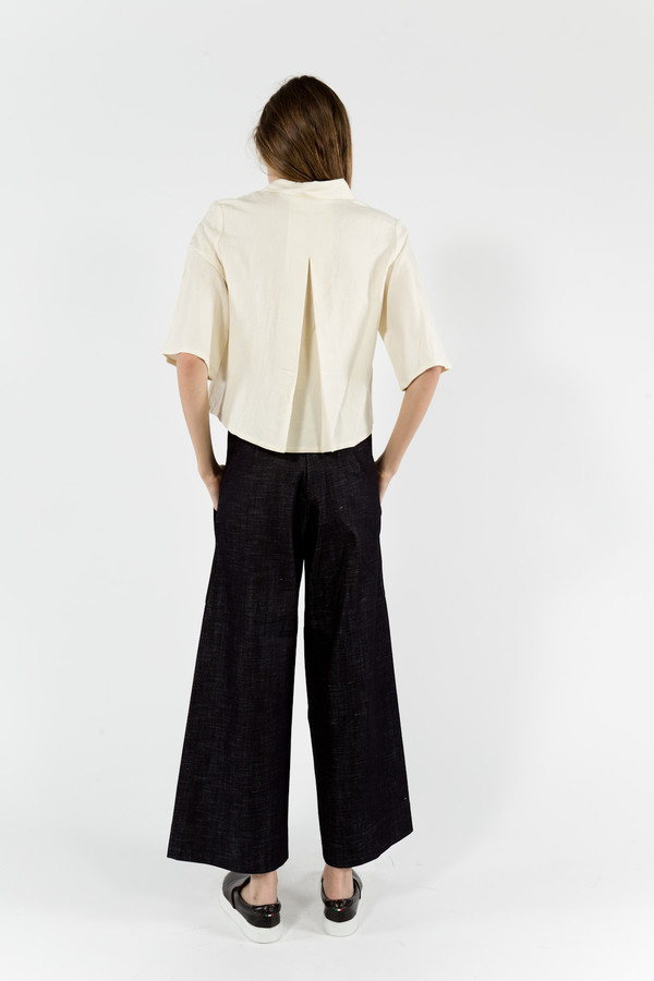 7115 by Szeki Back Pleated Button Up