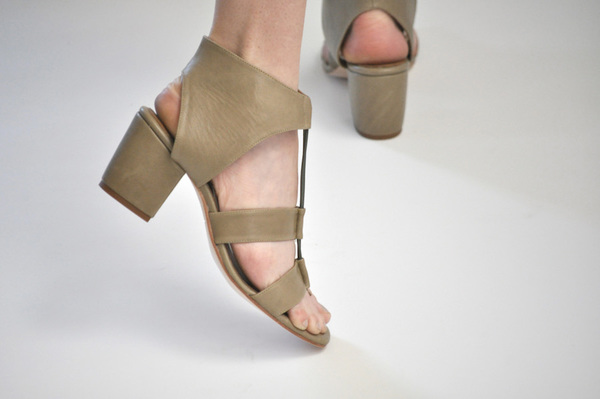 The Palatines Satis Block Heel Sandal w/thong - Olive Leather