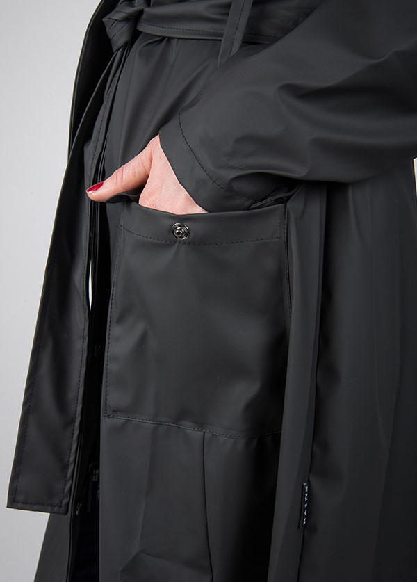 Rains - Curve Jacket in Black