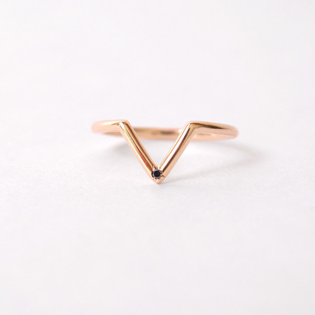 Mociun Triangle Band with Black Diamond