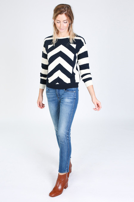 Chinti and Parker Geometric Intarsia Sweater in navy/cream