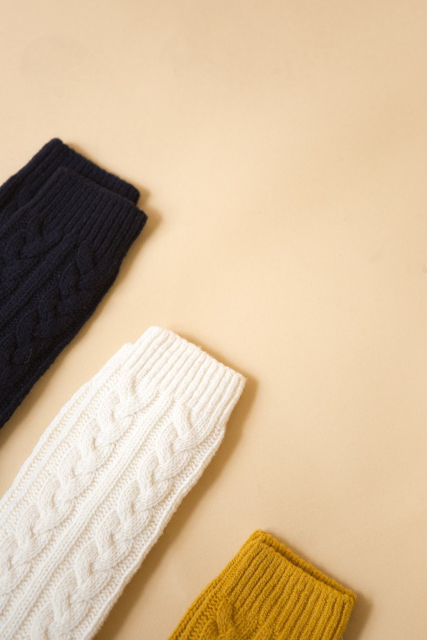 Reality Studio Cable Socks / Creme