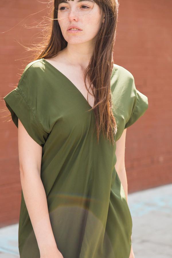 esby banks silk kimono dress in olive