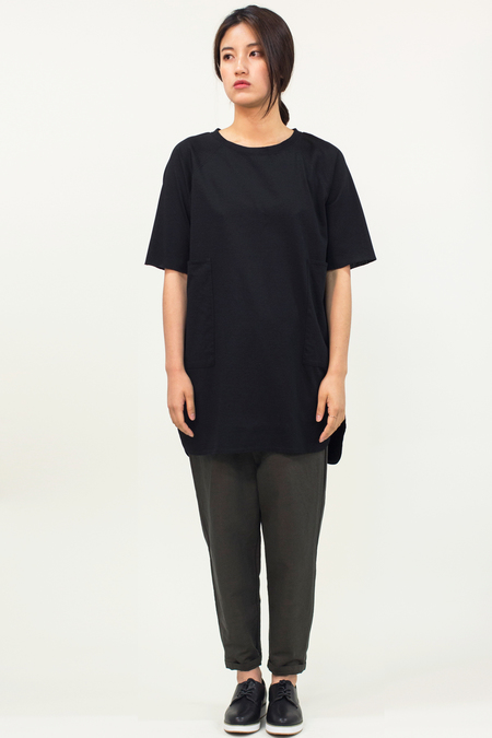 Universal Tissu Oversized Pocket Top- Black