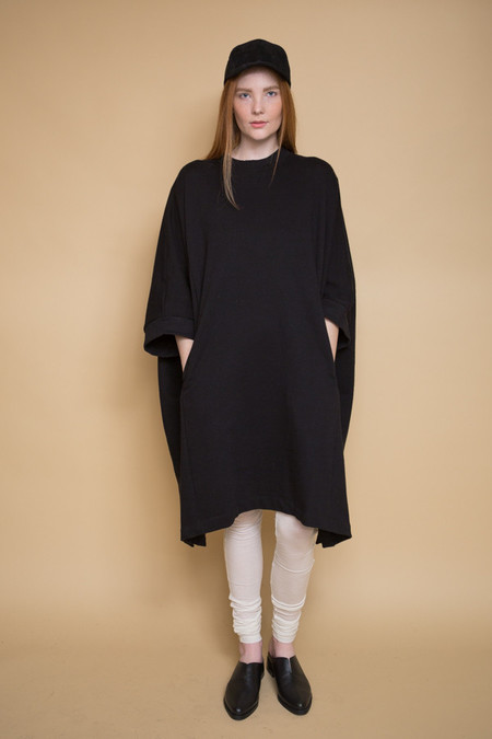 Kowtow Place To Be Cape / Black