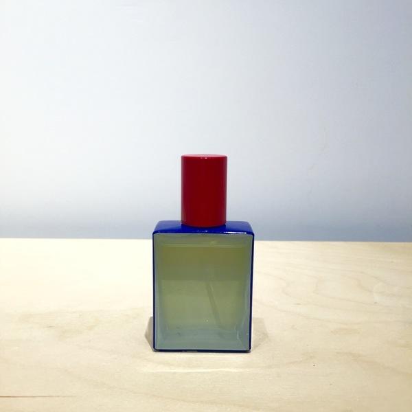 "Regime des Fleurs Perfume ""freeworld"""