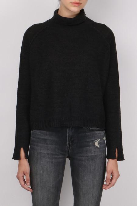 Pomandere Turtle Neck Sweater