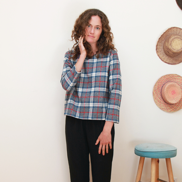 Me & Arrow Basic top - Fuzzy Grey Plaid