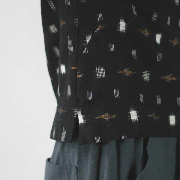 Jennifer Glasgow Makulis Top in Black Ikat