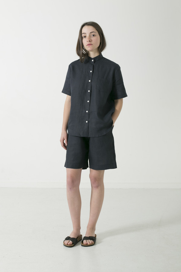 GOOD STUDIOS WOMENS MANDARIN COLLAR SHORT SLEEVE SHIRT