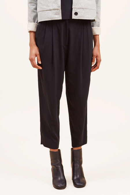 Waltz Cropped Pleated Trouser – Midnight
