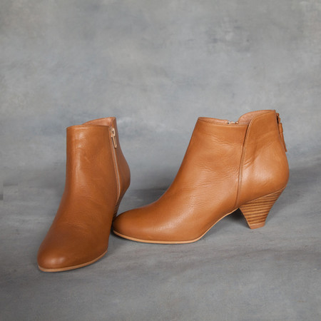 Sessun Barranco Tassel Ankle Boots in Camel