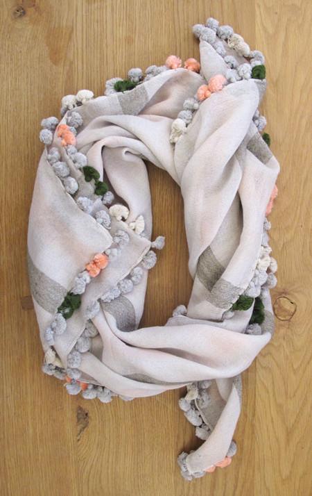 Two New York pompom scarf