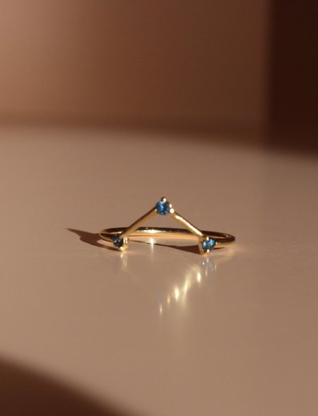 Wwake Sapphire Three-Step Triangle Ring