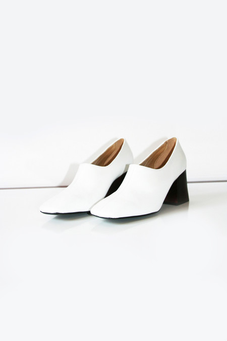 Suzanne Rae Pump With Wood Heel - White