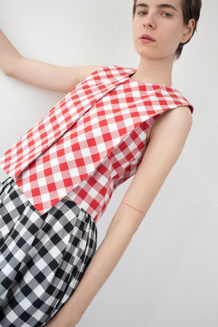 Nancy Stella Soto Sleeveless Top in Red Gingham