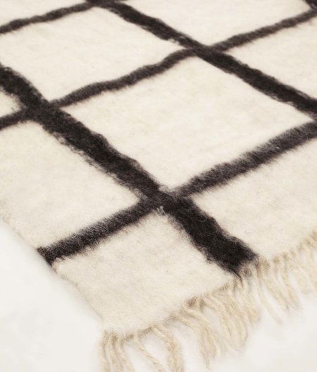 Archive New York Momos Grid Blanket-Rug - Natural White/Black