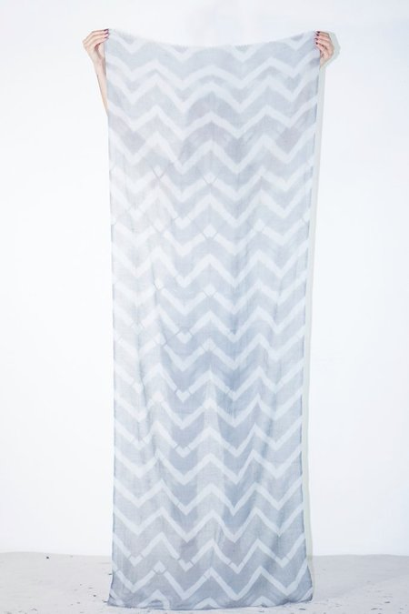 Mimbres Clamp-Dyed Zig Zag Scarf - Grey