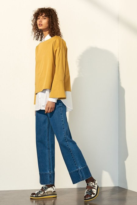 Kowtow Nelken Top in Gold