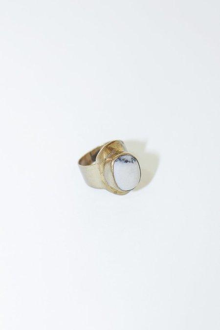 Calluna White Beach Stone Brass Ring