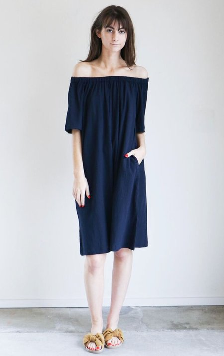 Sunja Link Gathered Neck Top in Navy Crinkle Cotton