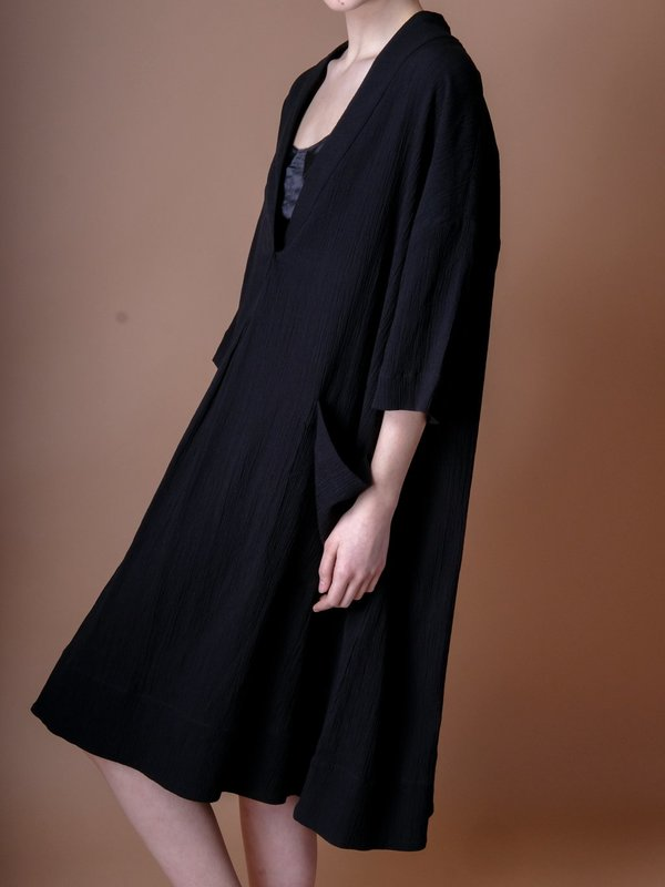 Sunja Link PULLOVER DRESS IN BLACK CRINKLE COTTON