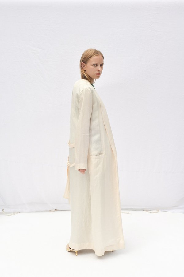 Nikki Chasin MORETTI BELTED ROBE JACKET - PEARL