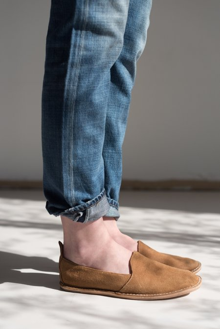 Unisex Vayarta Baja Suede Mocassin in Dune and Tan