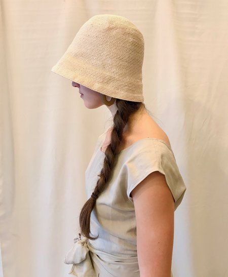 Mature Hat Free Hat in Ivory, Mixed Brown and Indigo
