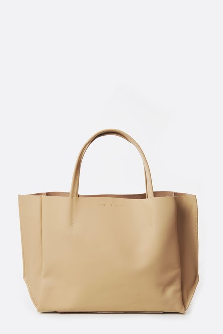 Ampersand as Apostrophe Stiff Sideways Tote Bag - Beige