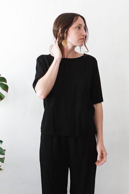 Me & Arrow Short Sleeve Basic Top - Black