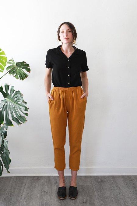Me & Arrow Slim Pants - Gold