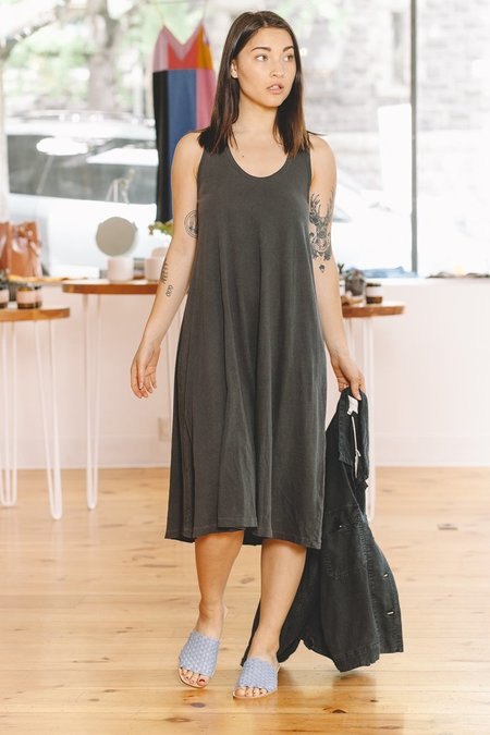 The Great. The Swing Tank Dress - Washed Black