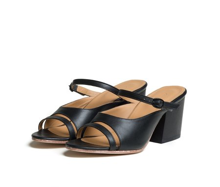 The Palatines Shoes seta three piece buckled slide sandal with wood heel - black