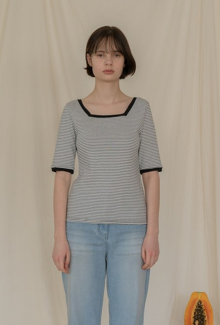 AMONG SQUARE NECK Stripe T