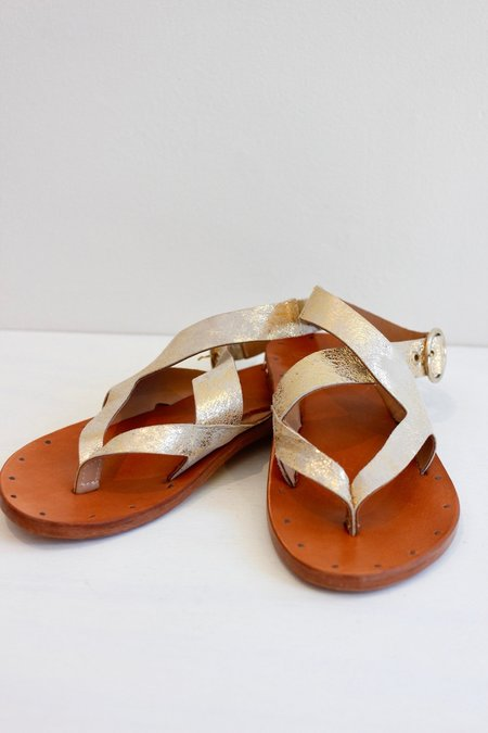 Beek Skimmer Sandal - red/distressed gold