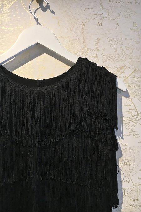 Norma Kamali Cropped Sleeveless Fringe Tee - black