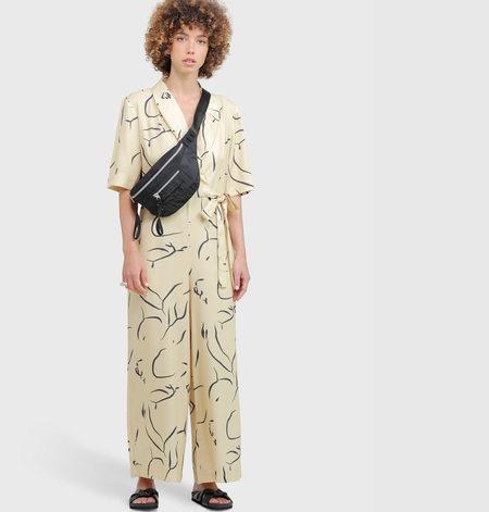 Vender The Kimono Jumpsuit - sand print