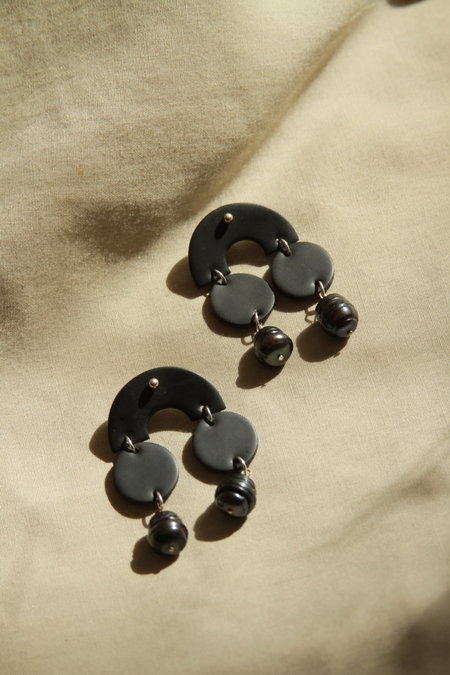 Surface Handmade Double Pearl Earring - Black