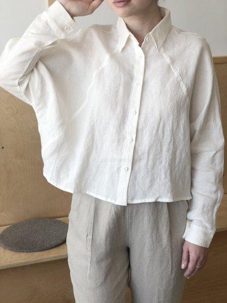 7115 by Szeki Cropped Shirt Jacket - Off White Linen